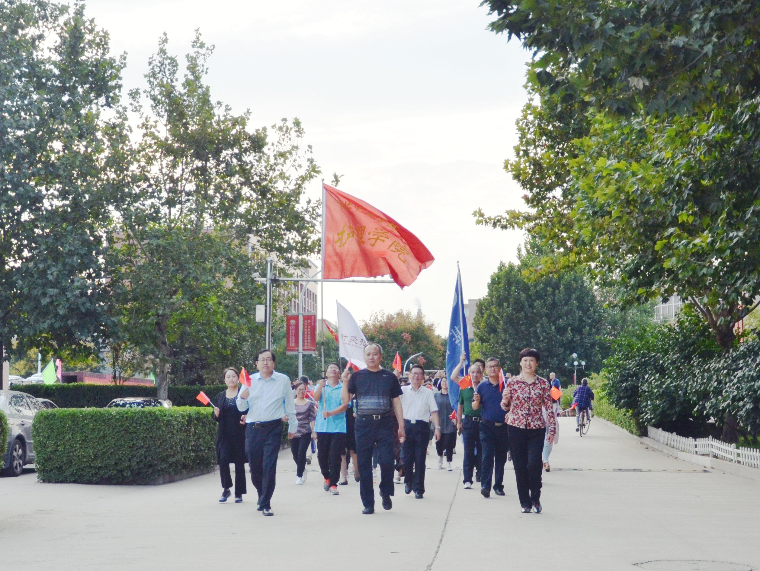 我校举办庆祝新中国成...
